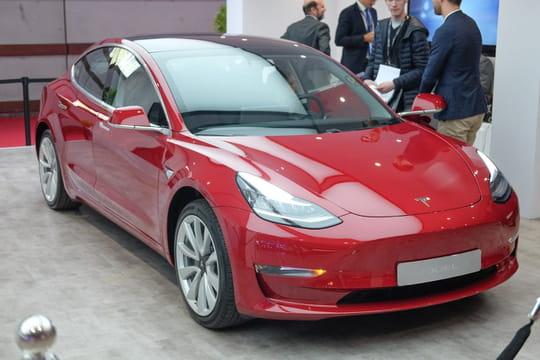 Les photos de la Tesla Model 3au Mondial de l'Auto