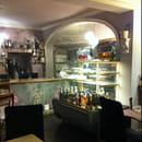Restaurant : Cuisine Chic  - Un presentoir de delicieux gateaux faits maison dont un au moins sans gluten -