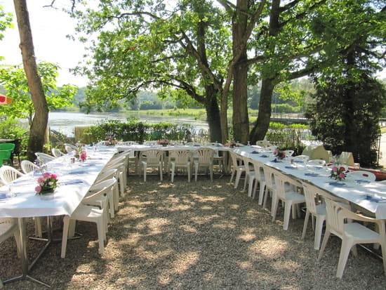 Le Pavillon Bleu  - un banquet -