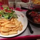 Plat : La Fontaine  - Magret de canard avec sa salade verte et de délicieuses frites -