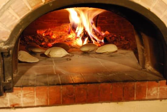 Auberge Logis de Mirepoix  - La cuisson des Fouaces au four -   © Eric Boutin