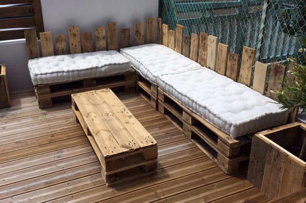 un salon de jardin douillet. Black Bedroom Furniture Sets. Home Design Ideas