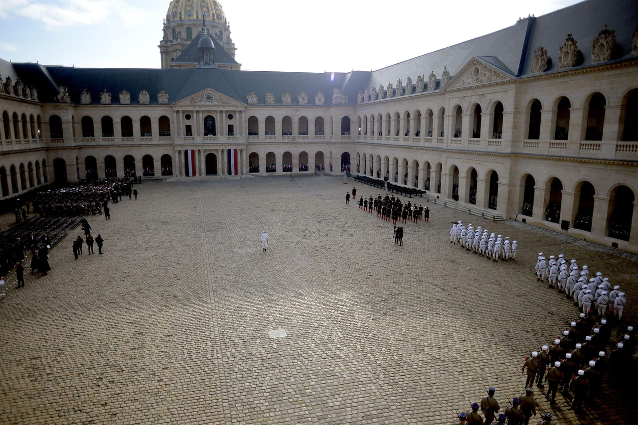 DIRECT VIDEO - Aux Invalides, Macron rend hommage aux 13 soldats morts au Mali
