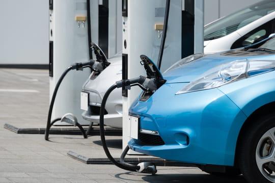 Bornes de recharge d'une voiture électrique: cartes, prix, gratuité... Les infos