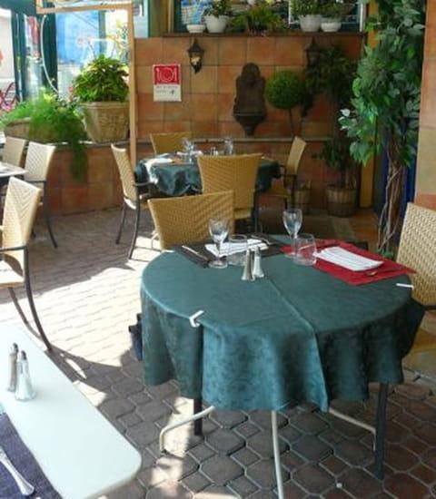Chez L'Eclusier  - Recoin terrasse, restaurant Chez l'Eclusier -   © Assistek