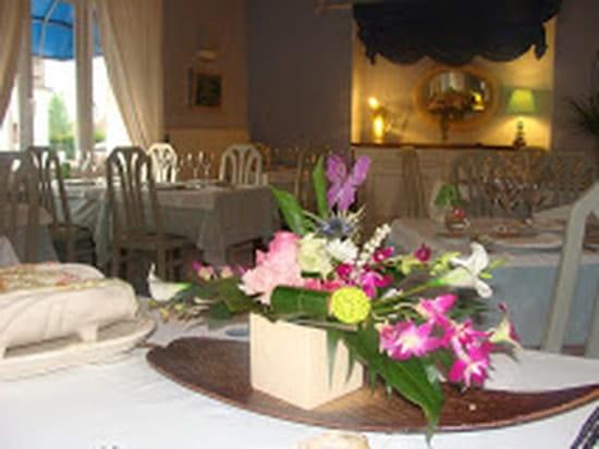 Auberge La Botte d'Asperges  - fleurs fraiche pour la salle -   © moi-même