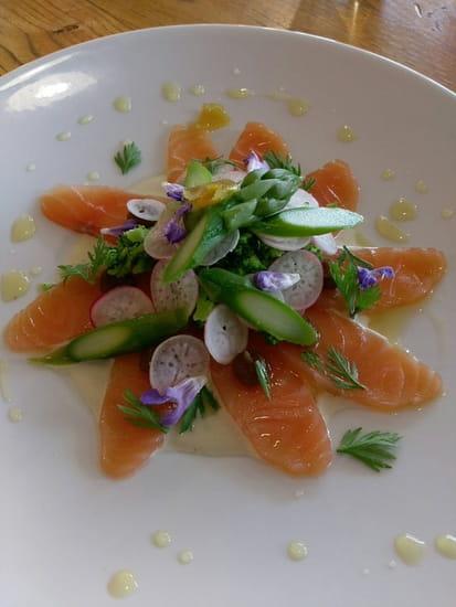 Entrée : Comme à la Maison  - Émincé de saumon mariné au sel -