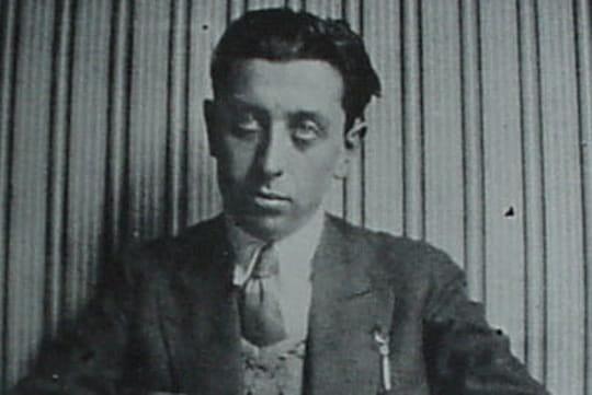 Robert Desnos: biographie courte du poète et journaliste engagé