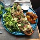 Plat : Koon  - Tartine : Pesto, jambon de pays, champignons poêlés, tuile de parmesan -   © KOON