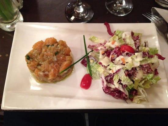 Entrée : Le Tir Bouchon Montorgueil  - tartare duo de dorade et saumon à l'aneth -   © Copyright*