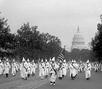 une parade du ku klux klan à washington, le 13 septembre 1926