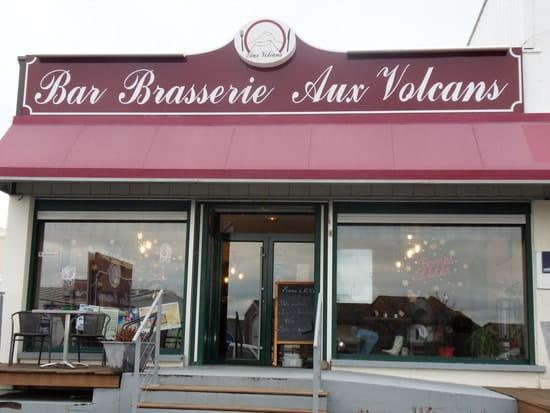 Aux Volcans  - Entrée du Restaurant -   © JP HAGNERE