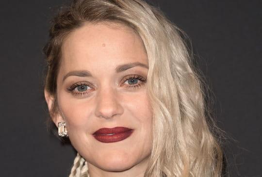 """César 2018: Marion Cotillard et son look inédit pour """"Les Révélations"""""""