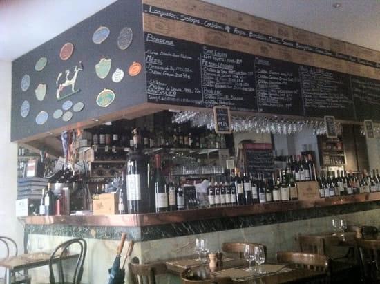 Régis le Caviste  - Le bar et la salle -