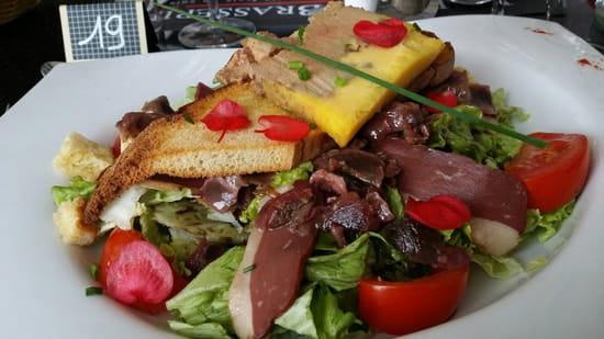 Plat : La Petite Brasserie  - Grande salade très complète (foie gras) -