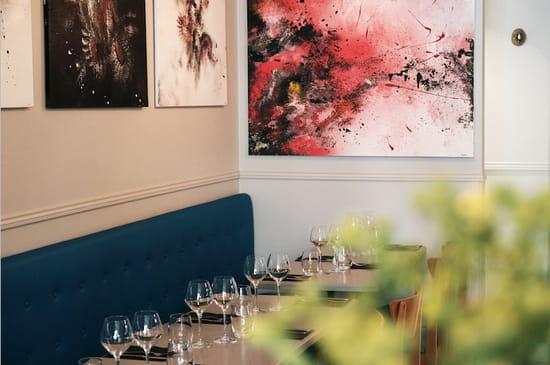 Restaurant : L'Archimède  - La salle sert également de lieu d'exposition pour de jeunes artistes -   © www.bigbouffe.com