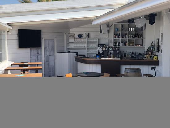 Restaurant : La Rotonde  - Le Bar avec son toit rétractable -   © La Rotonde