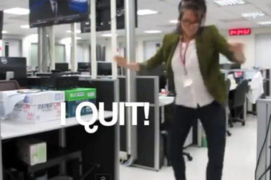 Elle démissionne en dansant sur une vidéo... son boss lui répond de la même façon!