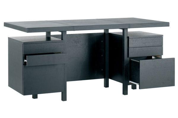 Un bureau en cuir et bois