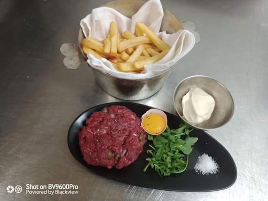 Plat : Les Saisons de Sergio et Mairy  - Tartare de boeuf Charolais,  frites fraîches -   © Plat