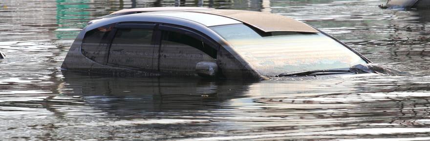 Voitures inondées : 10 000 véhicules à la casse, comment être remboursé ?