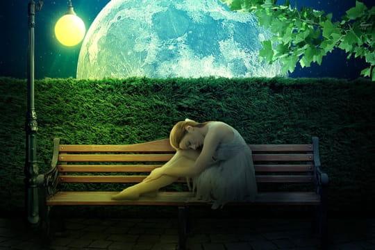Poème triste: modèles courts sur la vie et la solitude