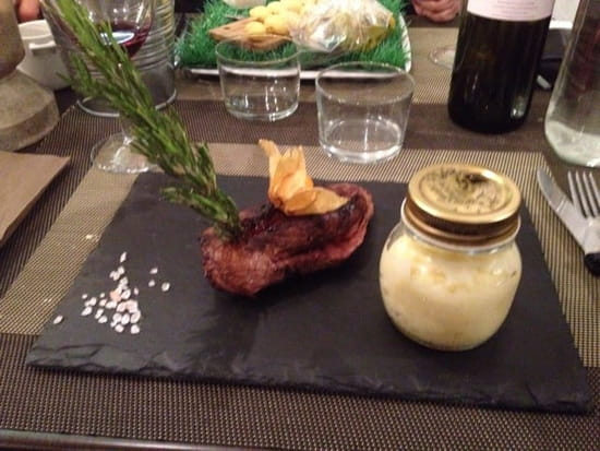 Plat : L'Essence du Goût  - Magret de canard nourri aux figues cristaux de sel rose écrasé de pomme de terre à la truffe -