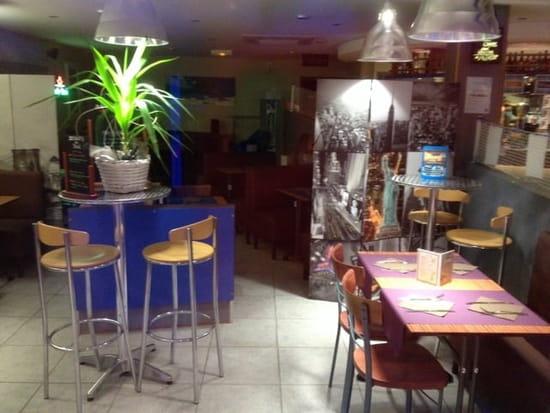 Restaurant : Brasserie La Plage  - Ambiance du soir dans le resto... -