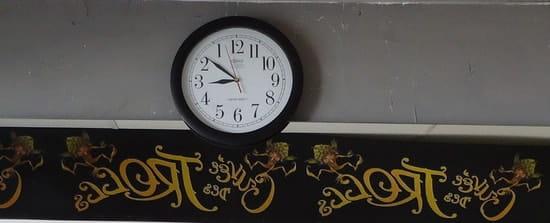 L'Envers  - L'horloge qui tourne à l'envers -