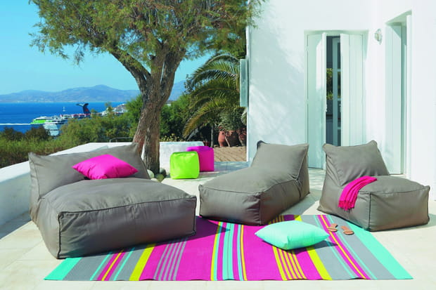 installer un tapis dans le jardin. Black Bedroom Furniture Sets. Home Design Ideas