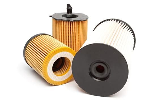 Changer le filtre à essence ou filtre à gazole d'une voiture