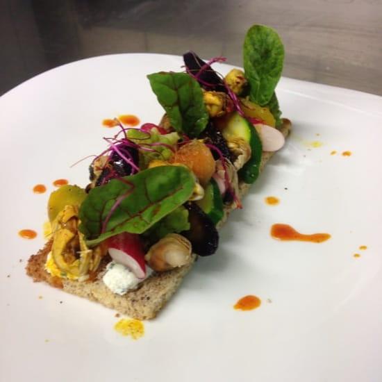 Entrée : L'Intemporel  - Tartine aux moules et legumes de saison vinaigrette iodée et jeunes pousses -