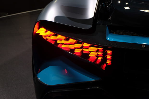 Gros plan sur les feux à LED à l'arrière