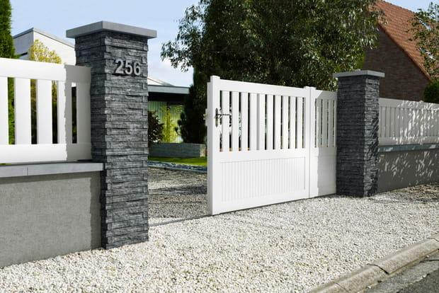un portail en pvc. Black Bedroom Furniture Sets. Home Design Ideas