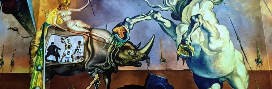 Dalí et Gaudí, les maîtres catalans à l'Atelier des Lumières