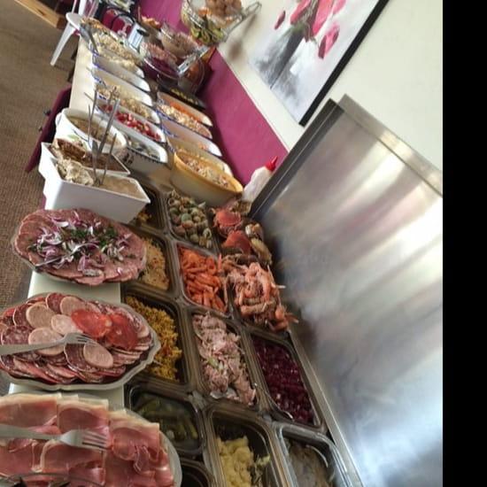 Entrée : Le Relais d'Asnieres  - Buffet de hors d'œuvres du dimanche midi  -