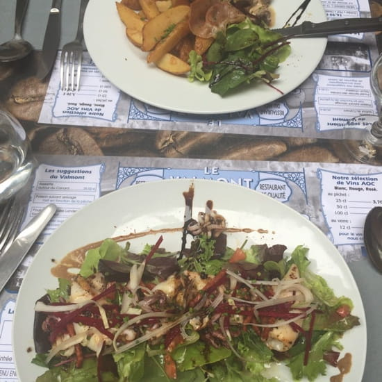 Plat : Le Salon de Thé Valmont  - Noix de quasi de veau et salade d'encornets  -