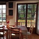Restaurant : La Guinguette  - Dans un cadre bucolique au bord de l'Yonne et du canal du Nivernais, La Guinguette vous propose une cuisine populaire, réalisée sur place avec des produits frais et locaux. Evènements culturels : Apéromix et concerts Loisirs : mini-golf, jeux -   © guinguette