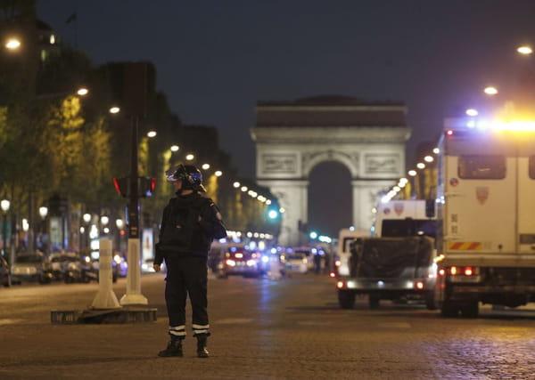 Attentat à Paris, Champs-Elysées