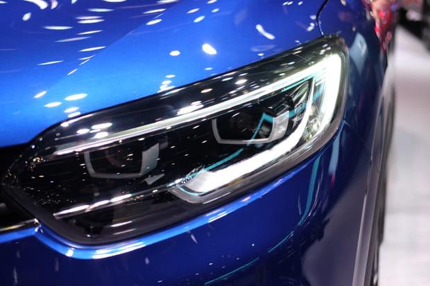 Les feux adoptent la signature visuelle de Renault