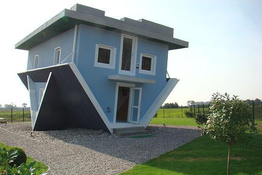 Une maison à l'envers, du sol au plafond!