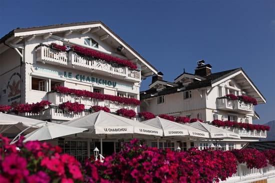 Le Chabichou  - L'hôtel-restaurant en été -   © Noël Pellegrin
