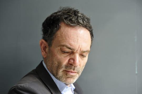 """Yann Moix: son frère détaille les """"tortures"""" infligées par l'écrivain dans son enfance"""