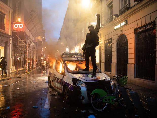 Gilets jaunes: les images choc de la guerrilla urbaine à Paris