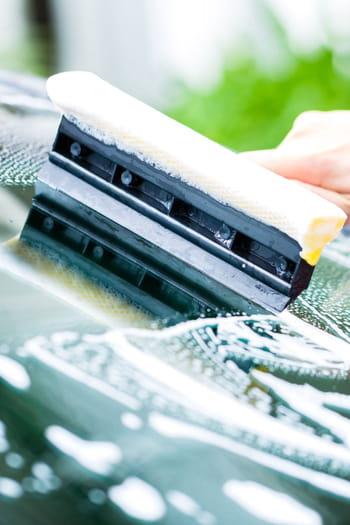 comment bien laver les vitres et le pare brise de votre voiture. Black Bedroom Furniture Sets. Home Design Ideas