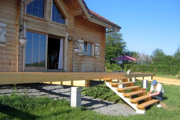 Construction de la terrasse for Construction terrasse bois youtube