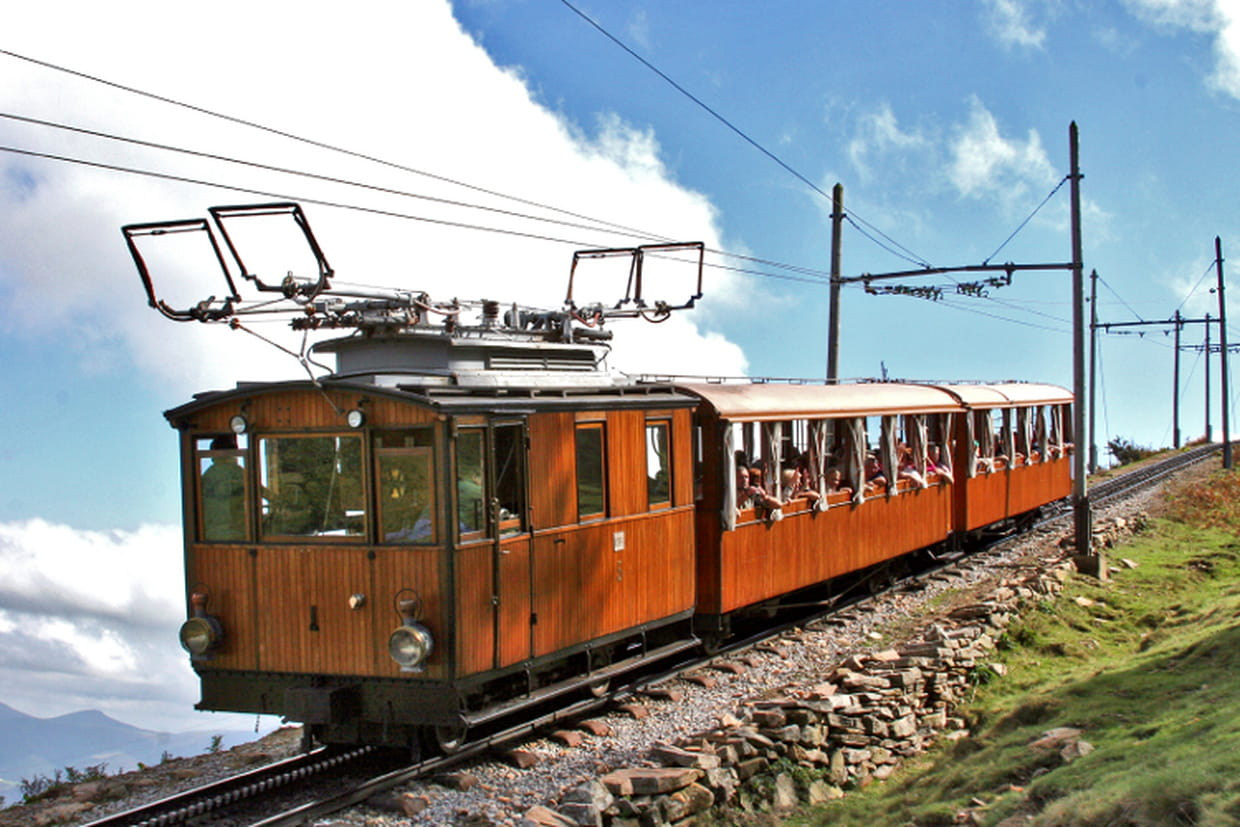 Le petit train de la rhune - Train biarritz to saint jean pied de port ...