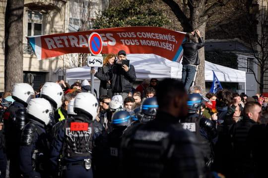 Manifestation du 20février: moins de monde dans la rue à Paris et en province