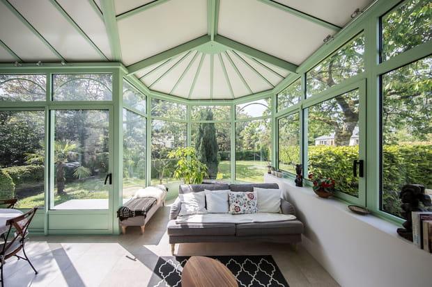 une v randa pleine de charme. Black Bedroom Furniture Sets. Home Design Ideas