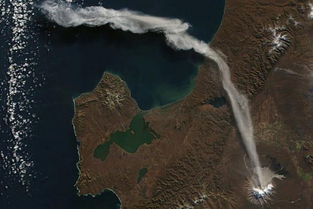 Le nuage du Shiveluch en Russie